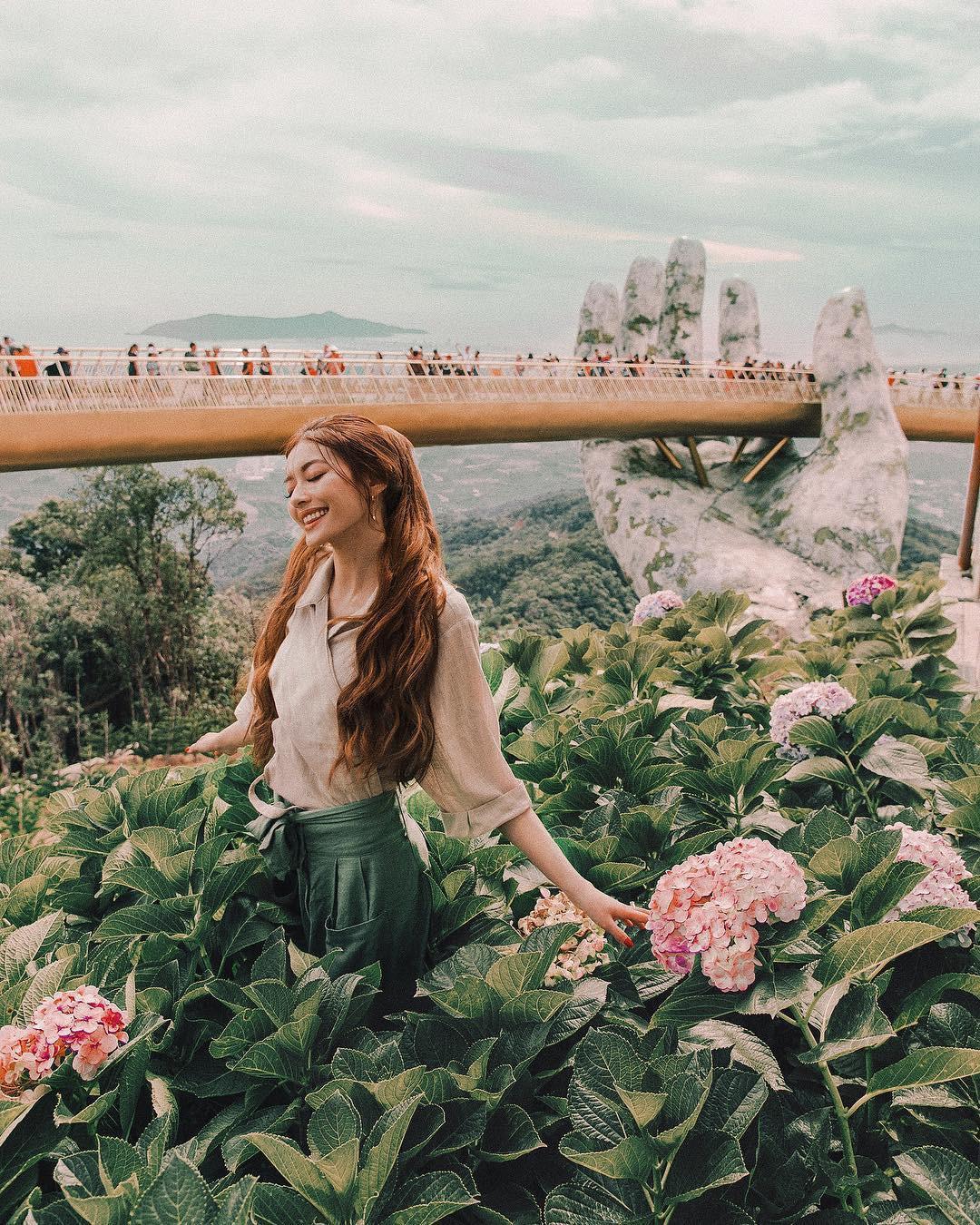 Thêm những bức ảnh đẹp mê mẩn của công chúa tóc mây Sarah Trần trong chuyến du hí Việt Nam - Ảnh 5.