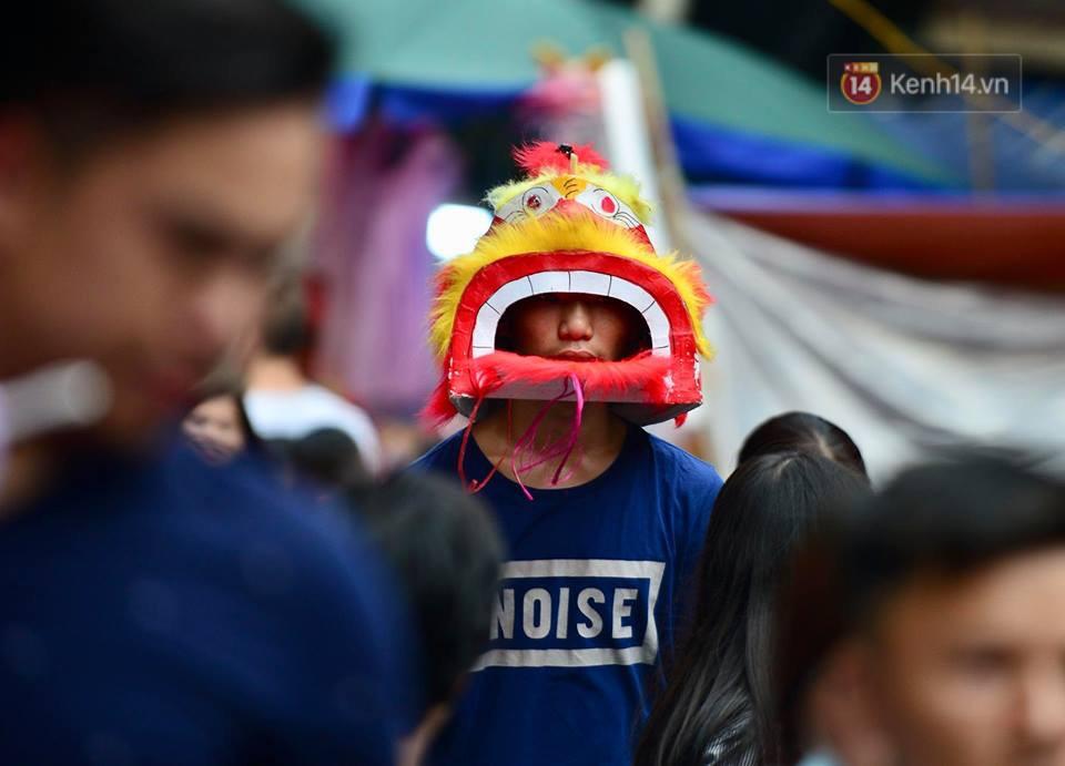 Ảnh: Chợ Trung thu truyền thống Hà Nội đông đúc ngày cuối tuần - Ảnh 8.
