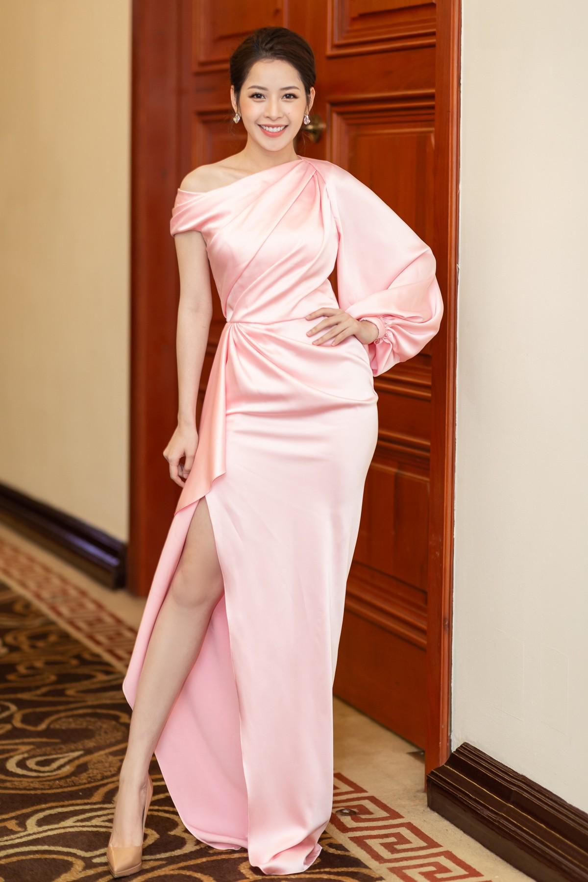Chi Pu diện váy xẻ cao khoe chân thon cùng nhan sắc mong manh tại sự kiện - Ảnh 3.
