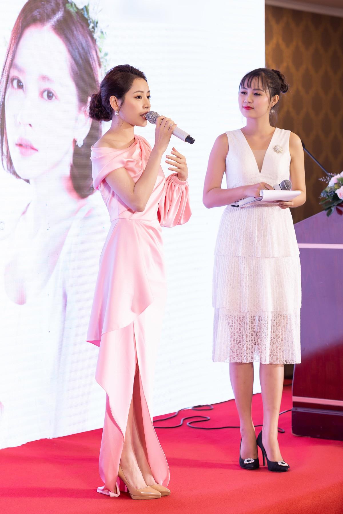 Chi Pu diện váy xẻ cao khoe chân thon cùng nhan sắc mong manh tại sự kiện - Ảnh 5.