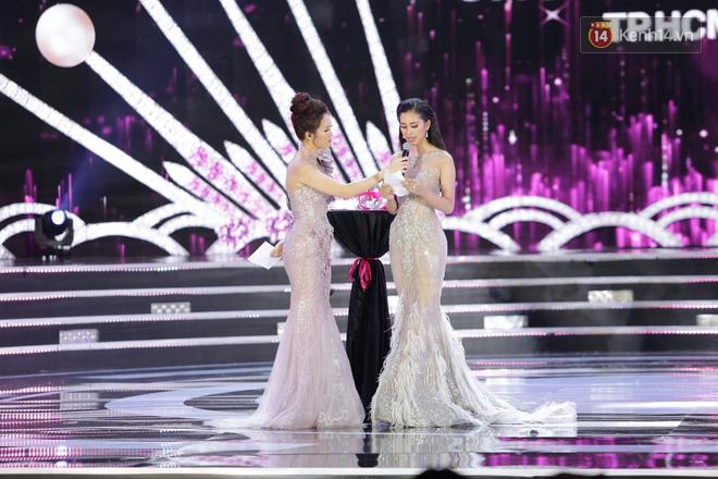 Hết ứng xử lúng túng, Tân Hoa hậu Việt Nam 2018 lại gây khó hiểu vì trả lời phỏng vấn ngây ngô sau đêm chung kết - Ảnh 3.