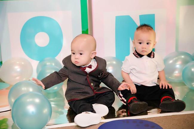 Sinh nhật 1 tuổi của con trai Huyền Baby, hết mẹ đến con dát đồ hiệu gần trăm triệu đồng - Ảnh 4.