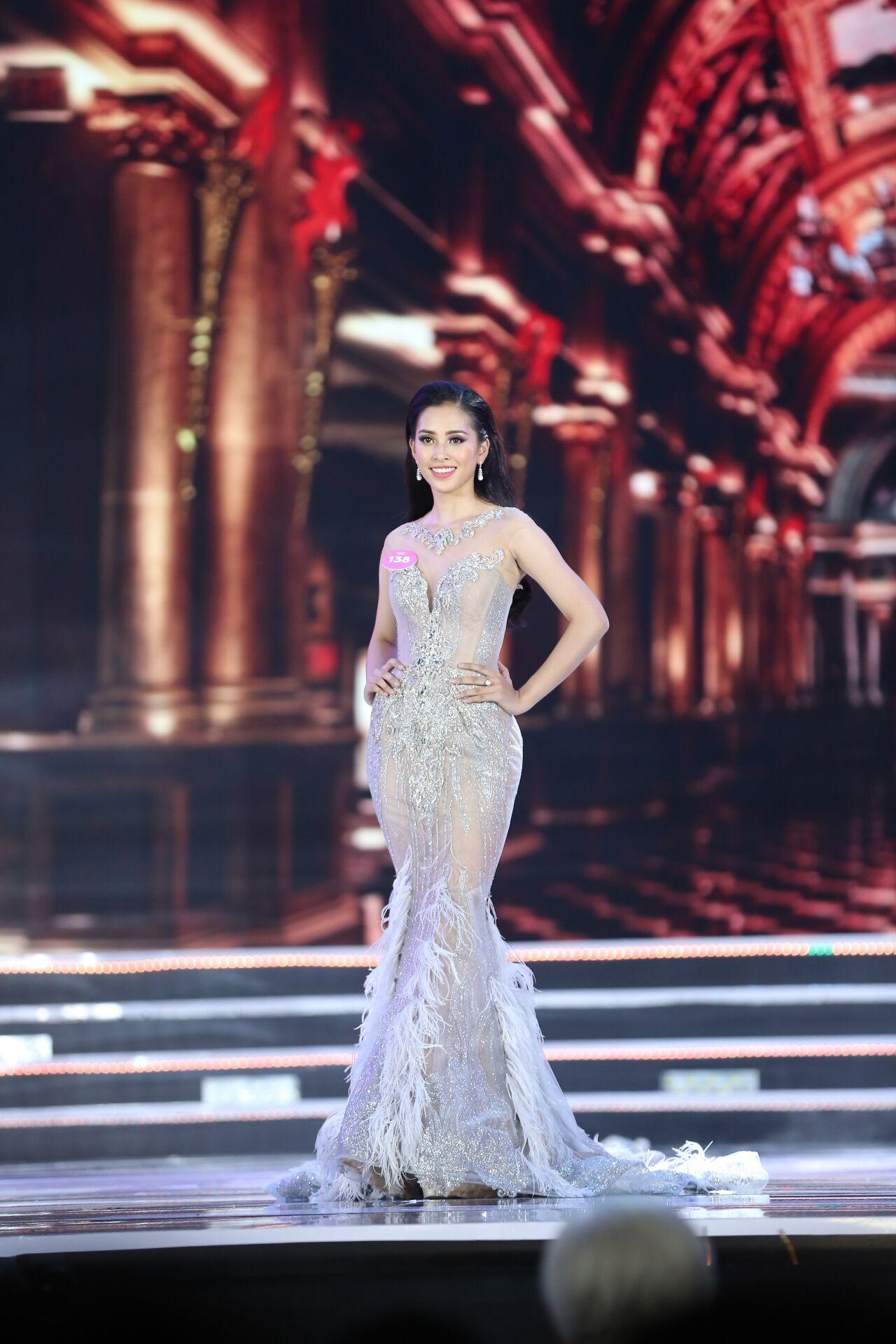 Hành trình nhan sắc của Trần Tiểu Vy toả sáng đến ngôi vị Hoa hậu Việt Nam 2018 - Ảnh 8.