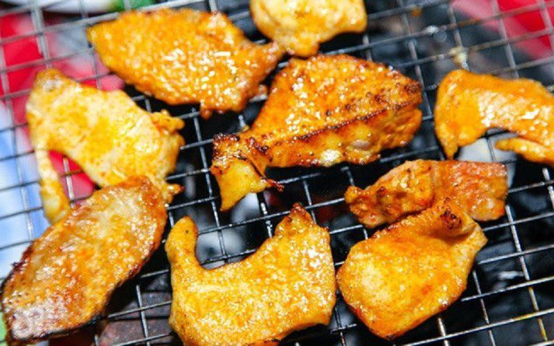 Giải sầu một ngày mưa Sài Gòn bằng những món nướng ăn vặt này là cực hợp lý - Ảnh 1.