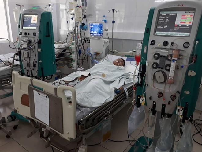 Vụ cả gia đình nghi bị ngộ độc khi đi du lịch Đà Nẵng: Người chồng đã tỉnh và sốc khi biết tin vợ con tử vong - Ảnh 1.