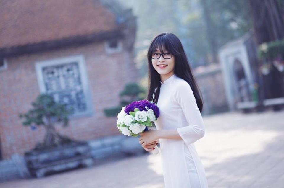 Hoa hậu Trần Tiểu Vy và Á hậu Bùi Phương Nga thời đi học ai xinh hơn?- Ảnh 13.