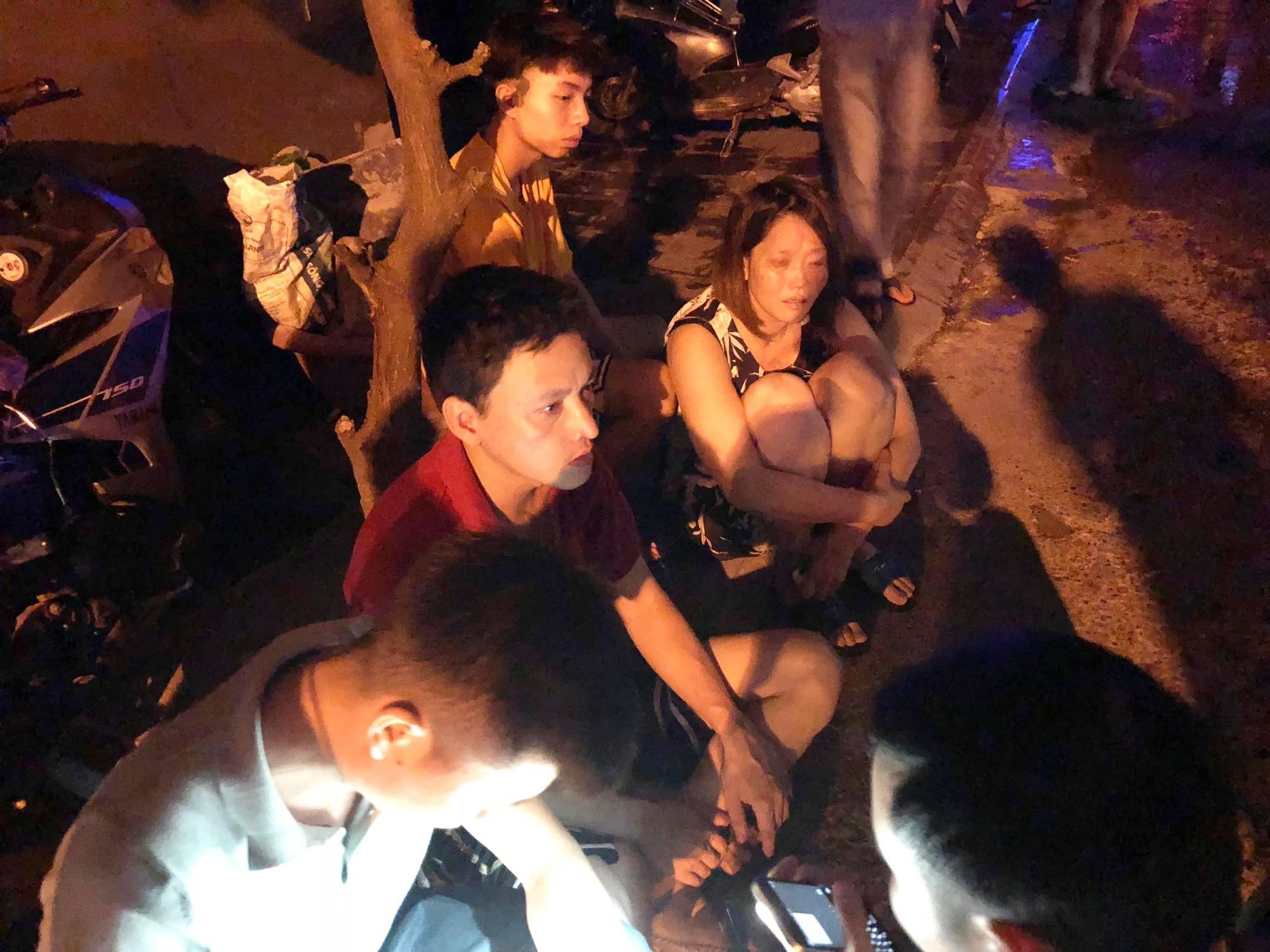Nóng: Cháy lan kinh hoàng cả dãy trọ gần viện Nhi ở Hà Nội, nhiều người ôm mặt khóc nức nở - Ảnh 12.