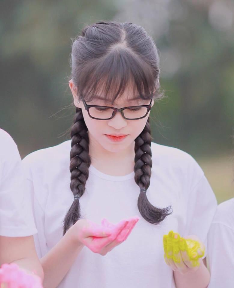 Hoa hậu Trần Tiểu Vy và Á hậu Bùi Phương Nga thời đi học ai xinh hơn?- Ảnh 17.