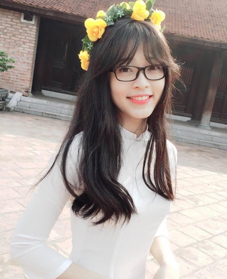 Hoa hậu Trần Tiểu Vy và Á hậu Bùi Phương Nga thời đi học ai xinh hơn? - Ảnh 11.