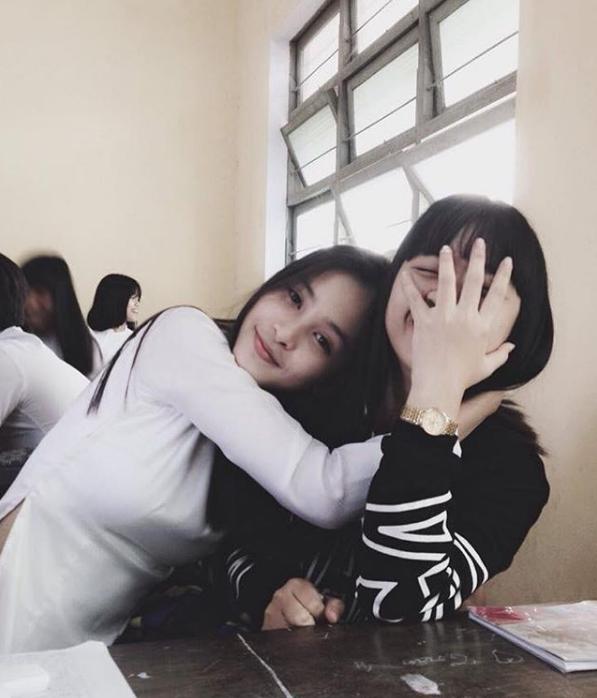Hoa hậu Trần Tiểu Vy và Á hậu Bùi Phương Nga thời đi học ai xinh hơn?- Ảnh 7.