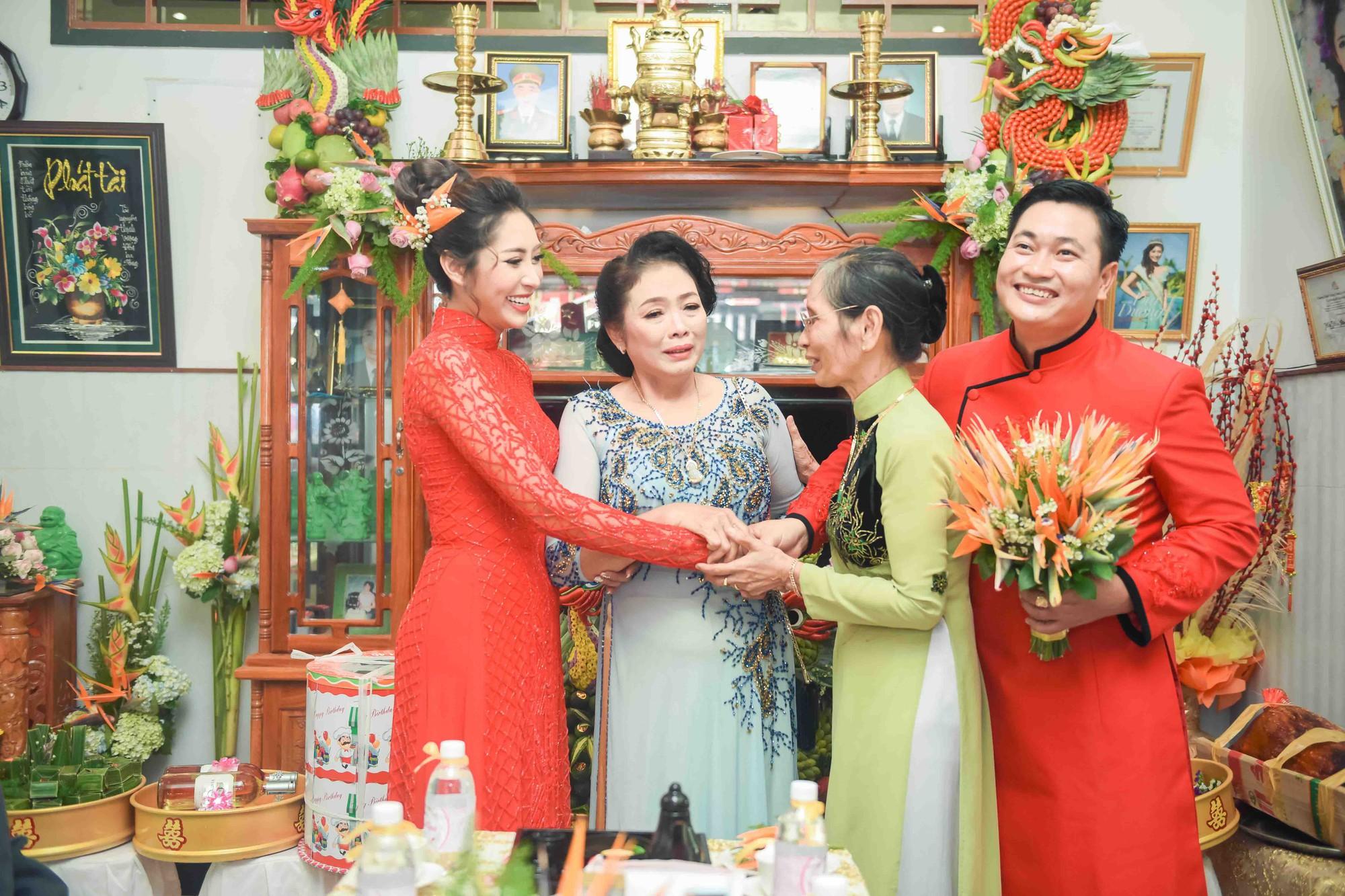 Hoa hậu trả vương miện Đặng Thu Thảo rạng rỡ bên vị hôn phu trong lễ đính hôn tại Cần Thơ - Ảnh 5.