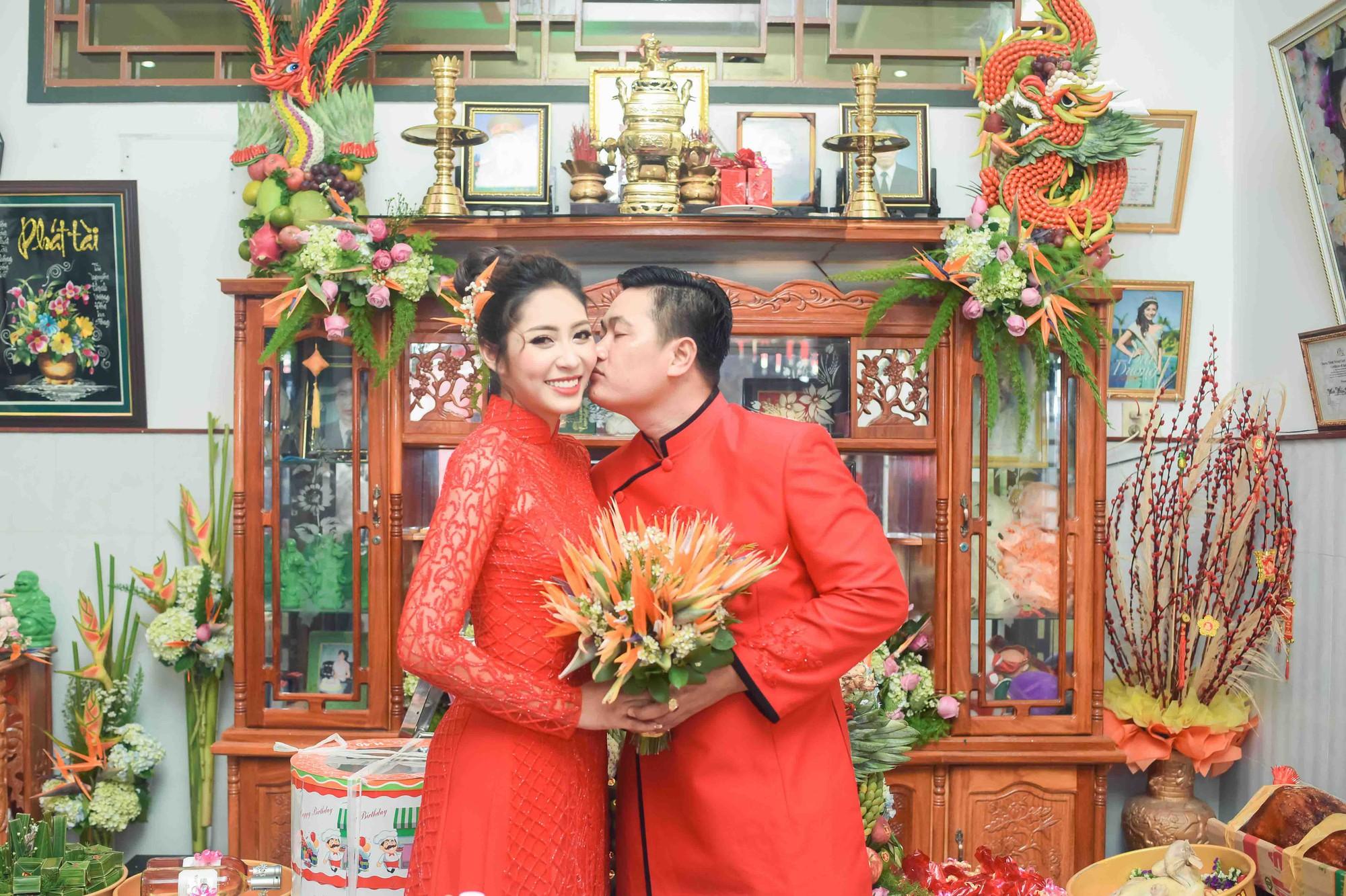 Hoa hậu trả vương miện Đặng Thu Thảo rạng rỡ bên vị hôn phu trong lễ đính hôn tại Cần Thơ - Ảnh 6.