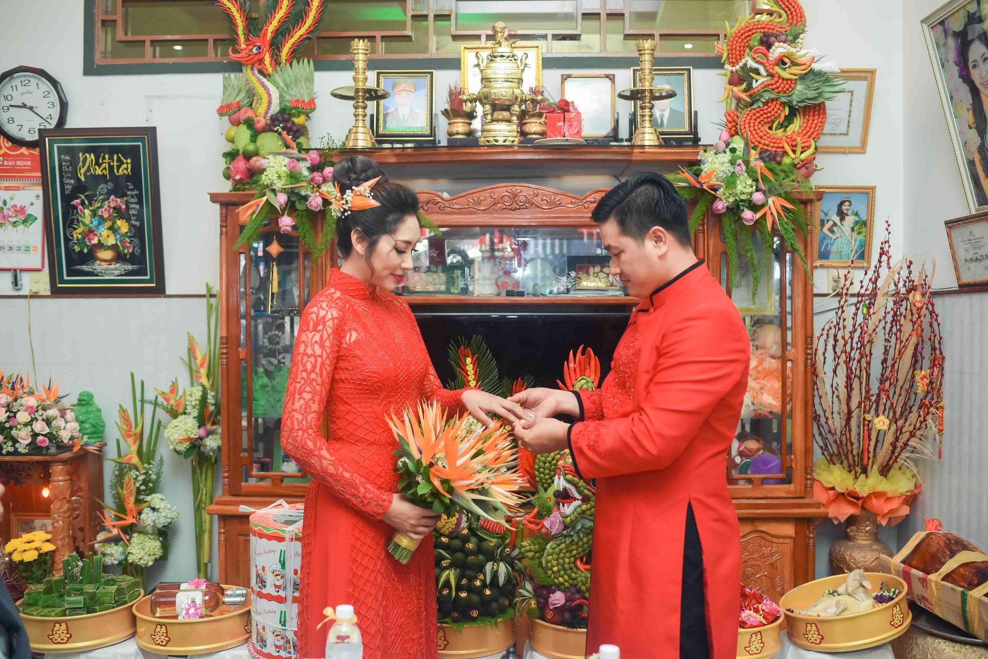 Hoa hậu trả vương miện Đặng Thu Thảo rạng rỡ bên vị hôn phu trong lễ đính hôn tại Cần Thơ - Ảnh 7.