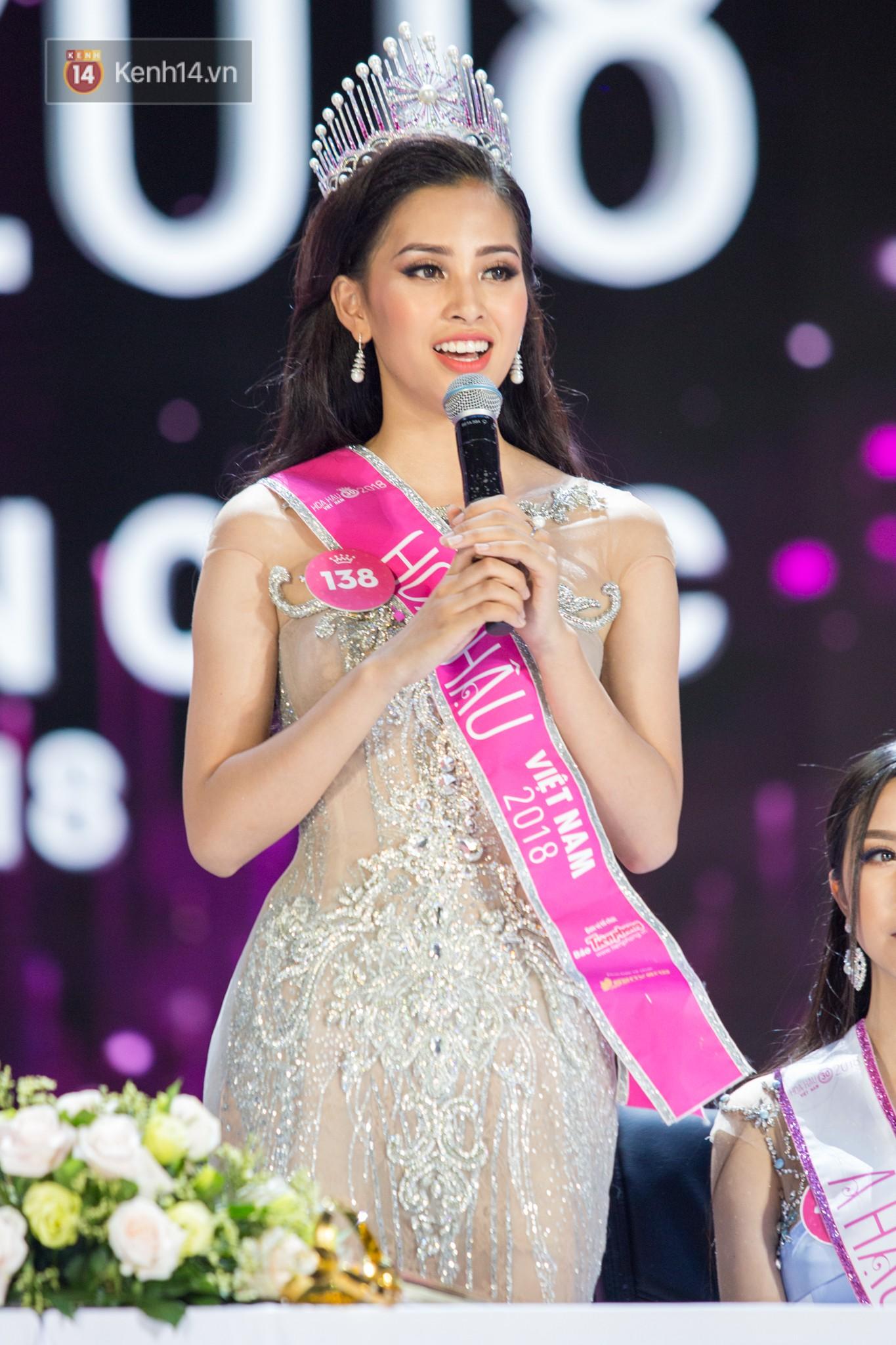 Hết ứng xử lúng túng, Tân Hoa hậu Việt Nam 2018 lại gây khó hiểu vì trả lời phỏng vấn ngây ngô sau đêm chung kết - Ảnh 4.