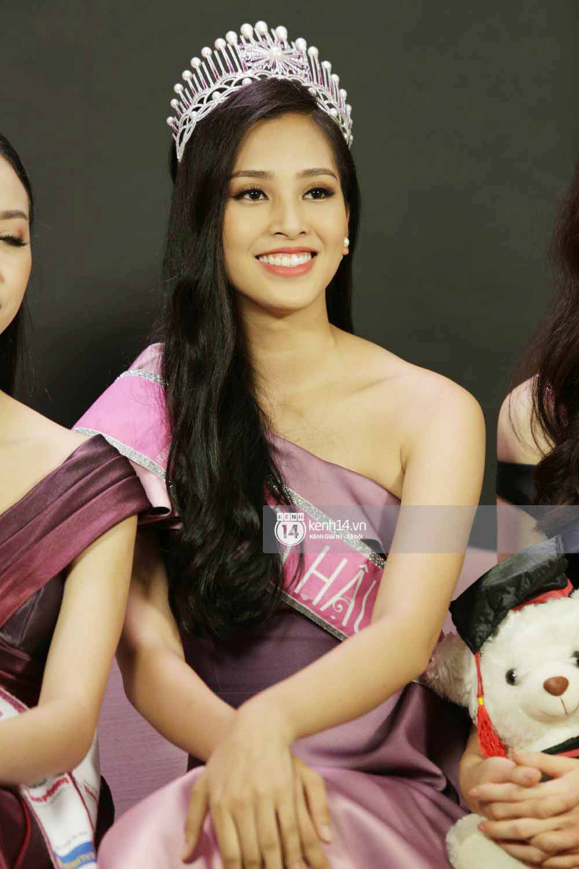 Tân Hoa hậu Việt Nam 2018 Trần Tiểu Vy thẳng thắn trả lời về bảng điểm không đẹp - Ảnh 2.