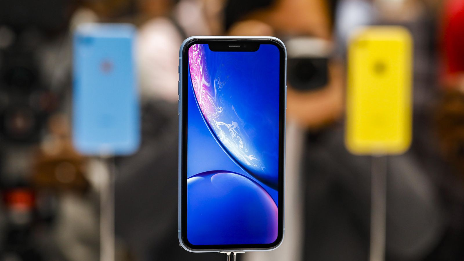 Apple muốn làm một chiếc iPhone không thể bị phá hủy? - Ảnh 1.