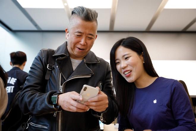 Chiếc iPhone 1000 USD đã biến Apple thành một thương hiệu xa xỉ, và có thể làm mất một phần lớn khách hàng - Ảnh 3.