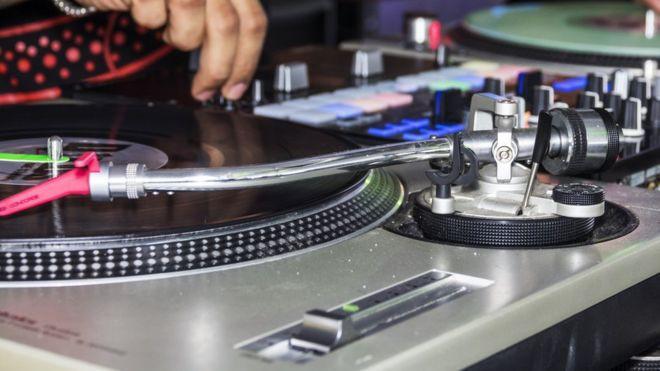 Chính quyền Úc tuyên bố sẽ cấm tổ chức lễ hội âm nhạc Defqon. 1 sau khi 2 người chết và 700 người nhập viện do sốc thuốc - Ảnh 1.