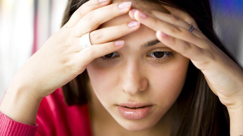 Đau bụng kinh kèm theo những dấu hiệu bất thường sau đây có thể là do một vài vấn đề sức khỏe phụ khoa gây ra - Ảnh 1.