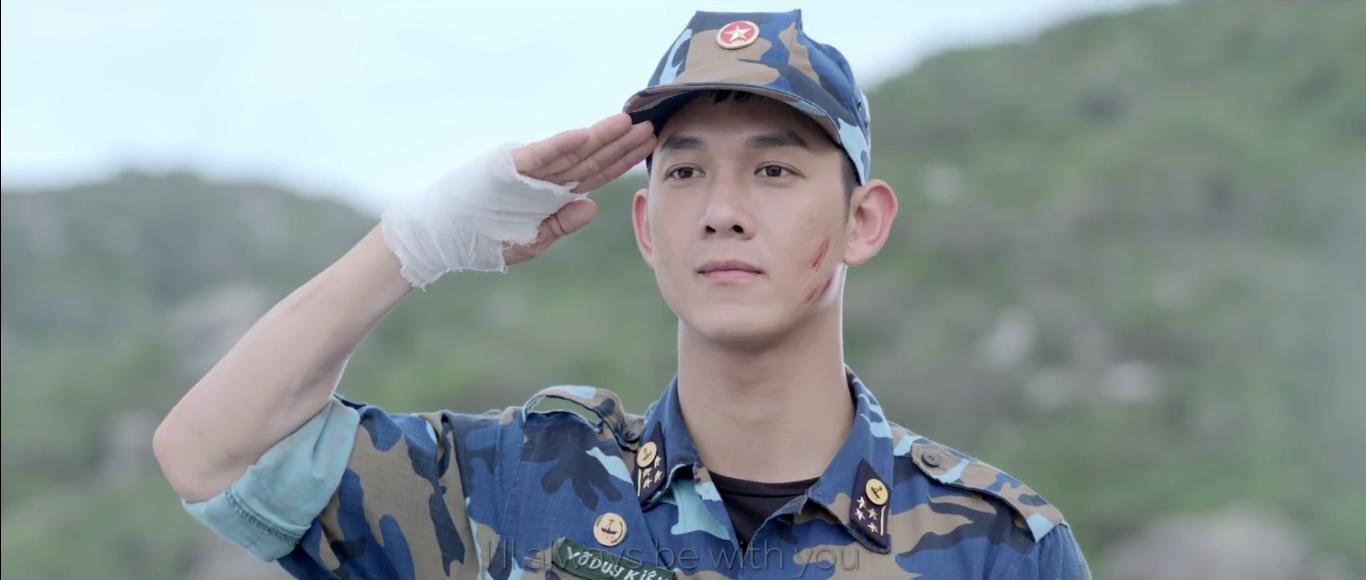 Tạo hình nam tính nhưng Song Luân vẫn còn kém Song Joong Ki về khoản này