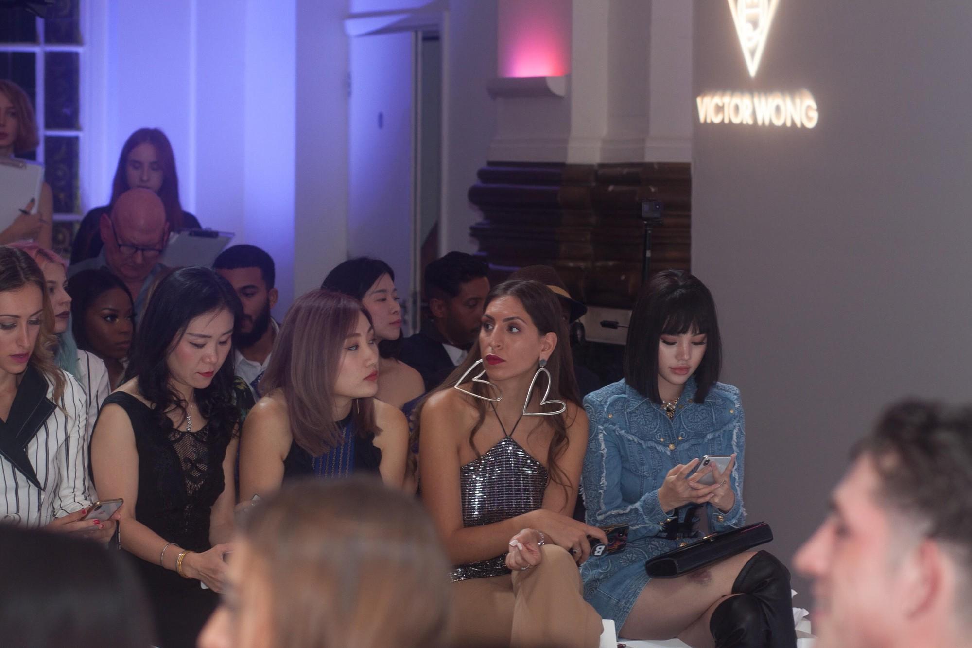 Không chỉ thu hút giới truyền thông với bộ cánh đẳng cấp, Jolie Nguyễn còn gặp người quen ngay tại show - Ảnh 5.