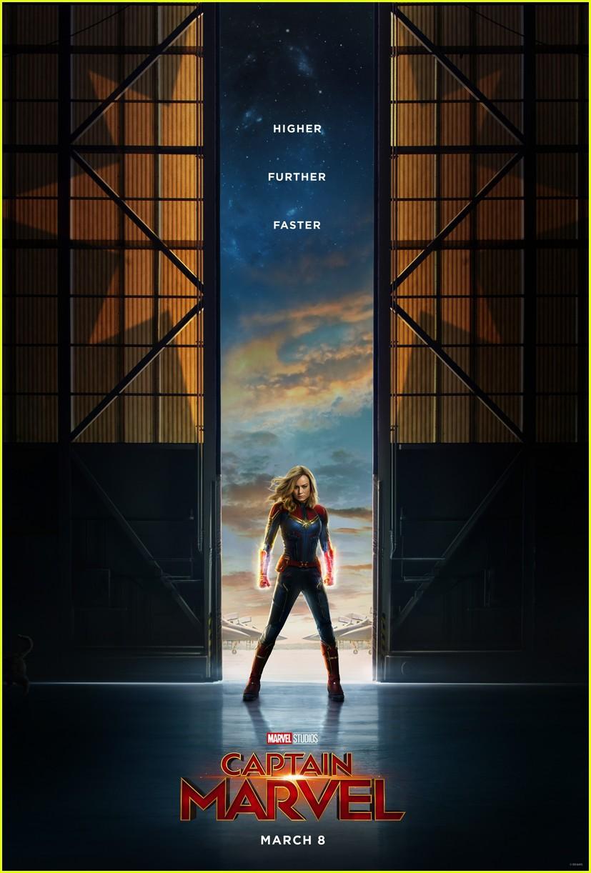 Captain Marvel rách trời rơi xuống, đấm người già trong trailer nóng hổi đầu tiên - Ảnh 11.