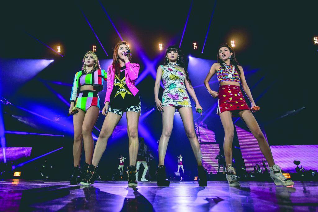 Nhìn lại chặng đường âm nhạc của 2NE1 sau 10 năm: Tiếc nuối cho bom tấn một thời nay lỡ dở - Ảnh 3.