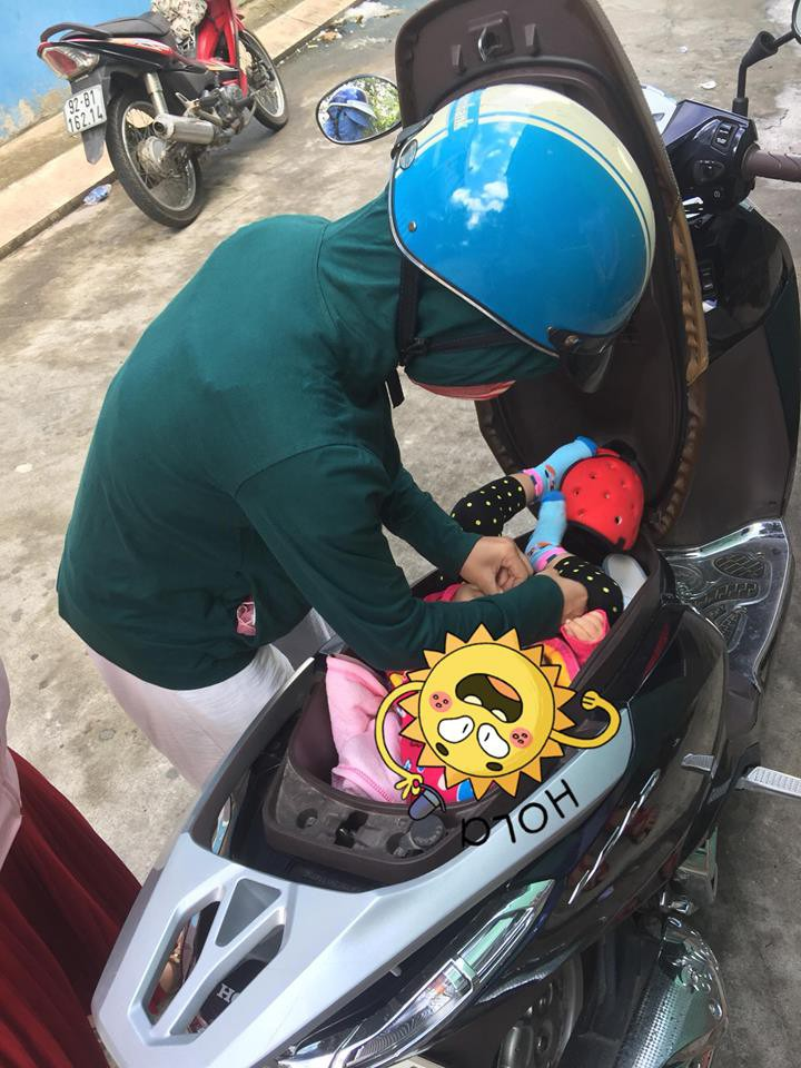 Hình ảnh chị gái đặt con nhỏ vào cốp xe máy để thay tã bên lề đường khiến dân mạng thi nhau đồn đoán đủ điều - Ảnh 2.