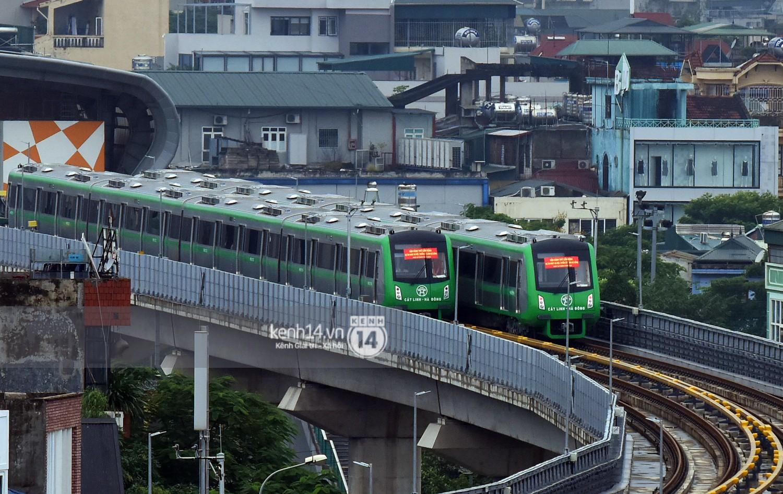 Ảnh, clip: 4 đoàn tàu đường sắt trên cao bất ngờ di chuyển trong mưa trước ngày chạy thử - Ảnh 2.