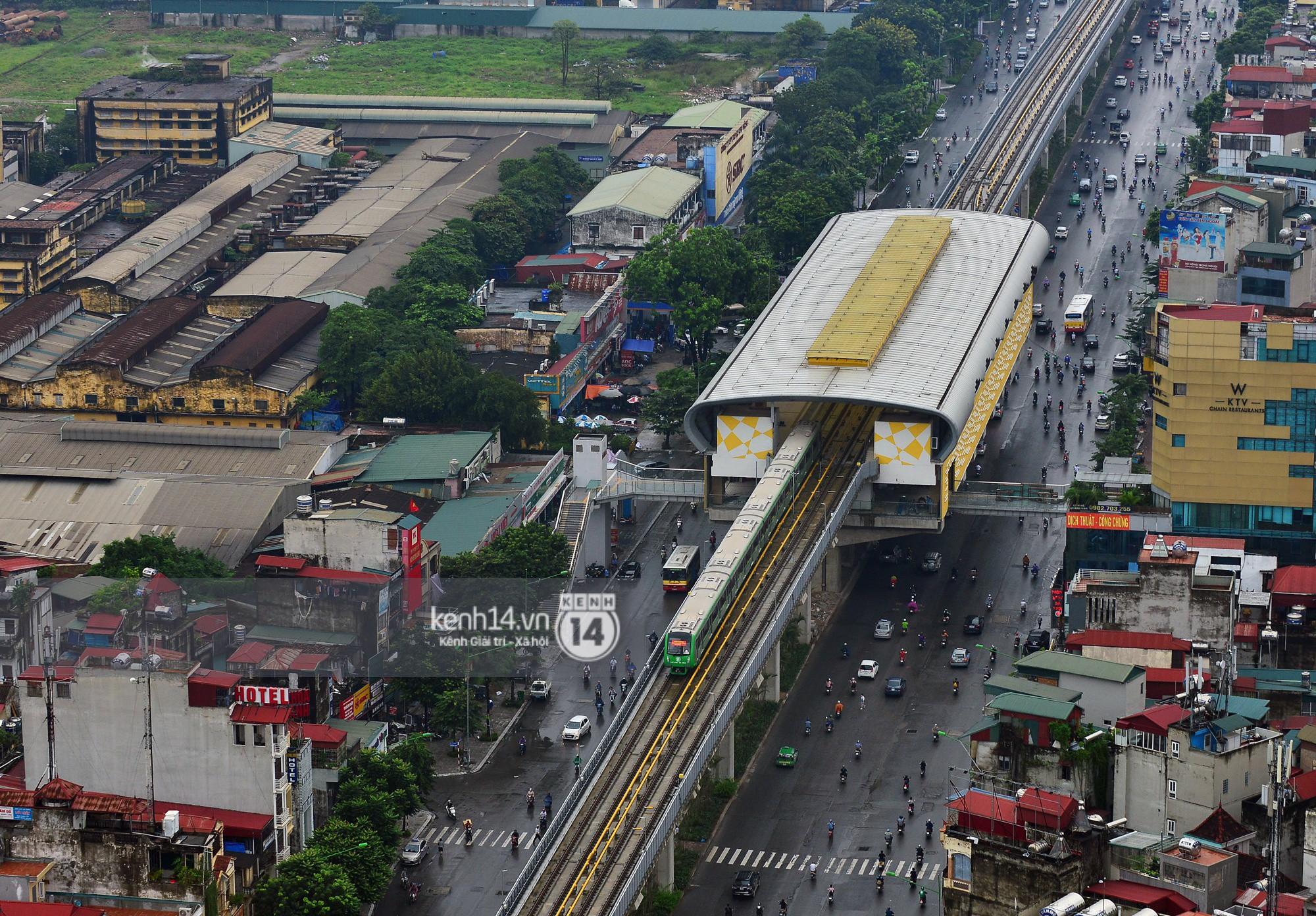 Ảnh, clip: 4 đoàn tàu đường sắt trên cao bất ngờ di chuyển trong mưa trước ngày chạy thử - Ảnh 3.