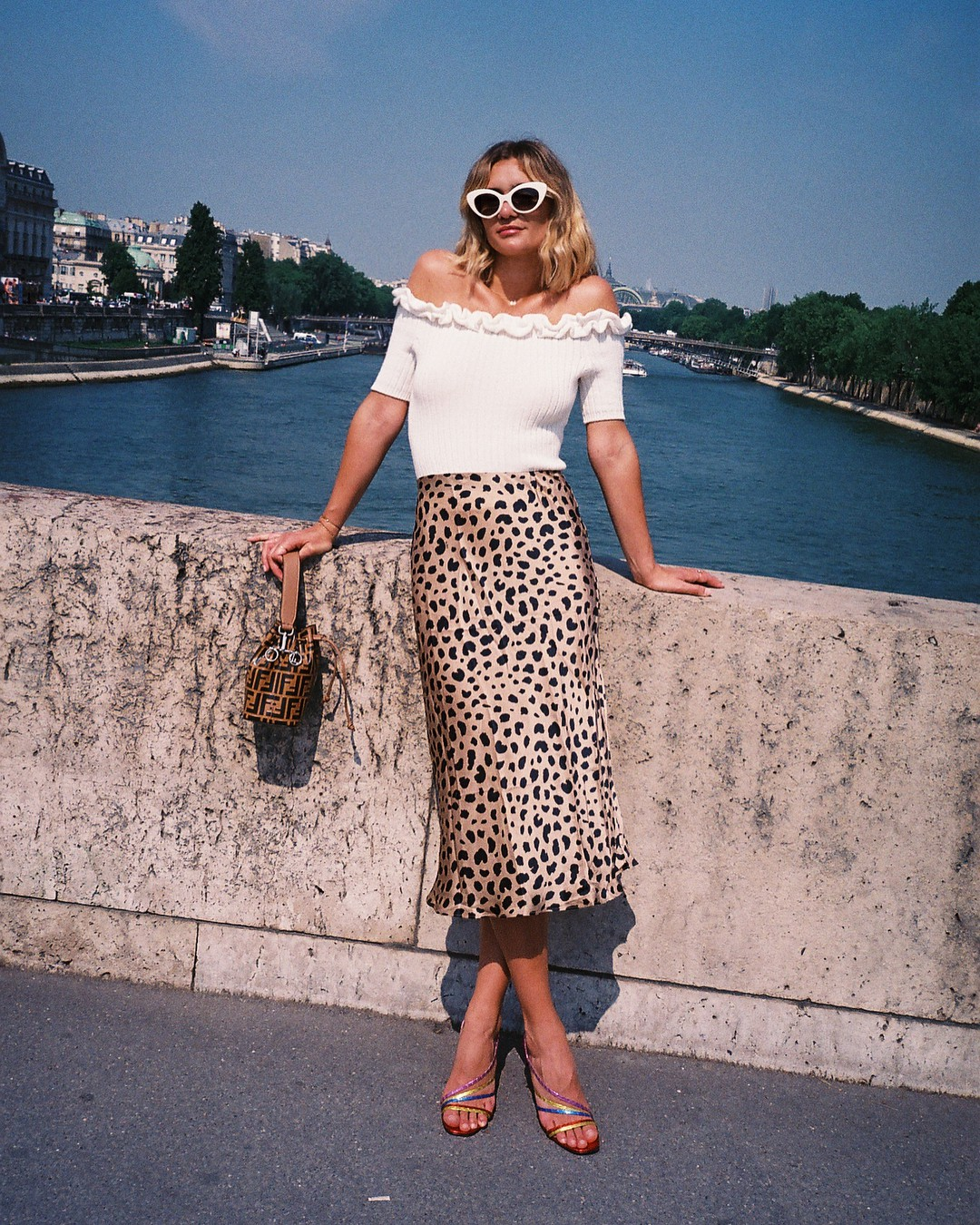 Sắm đủ 6 món đồ này, bạn hoàn toàn có thể mặc đẹp như một quý cô người Pháp - Ảnh 3.