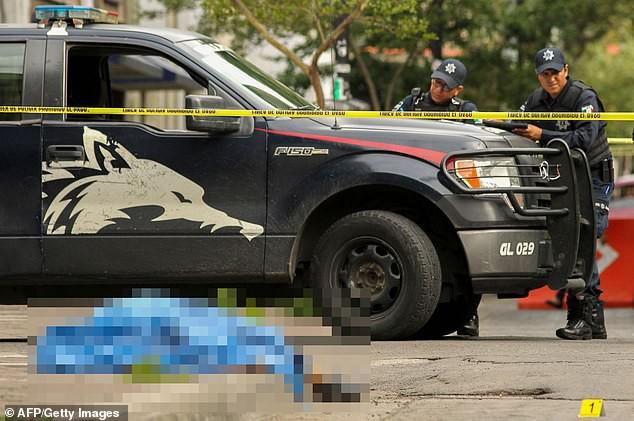 Mexico: Container chết chóc chứa 150 xác người vừa được di dời, cảnh sát lại phát hiện thêm một thi thể nằm gần đó - Ảnh 2.