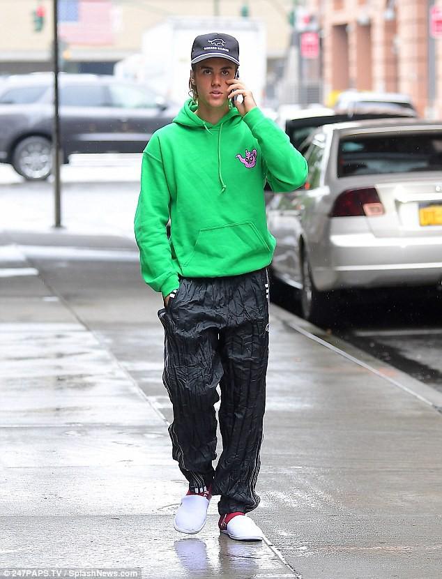 Justin Bieber năng diện áo chim cò, quyết tâm theo đuổi hình tượng ông chú đã có vợ - Ảnh 9.