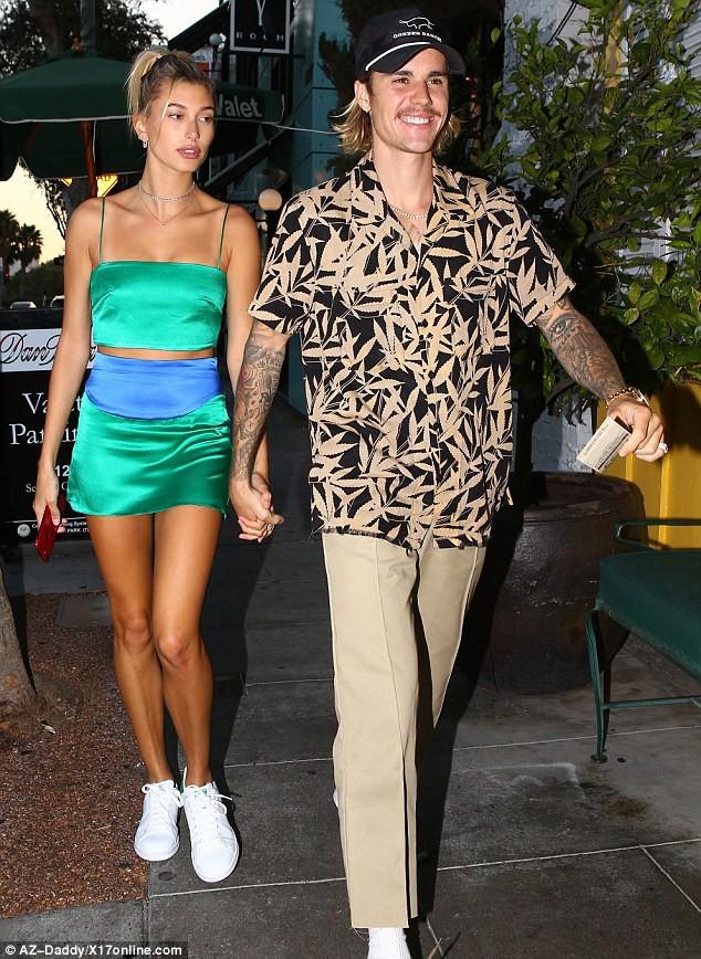 Justin Bieber năng diện áo chim cò, quyết tâm theo đuổi hình tượng ông chú đã có vợ - Ảnh 2.