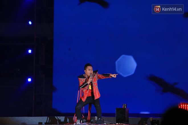 Thu Minh, Tùng Dương, Oplus,... cùng nhau hoà giọng mừng đội tuyển Olympic Việt Nam trở về từ ASIAD 2018 - Ảnh 8.