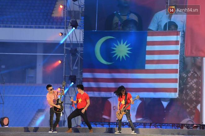 Thu Minh, Tùng Dương, Oplus,... cùng nhau hoà giọng mừng đội tuyển Olympic Việt Nam trở về từ ASIAD 2018 - Ảnh 7.
