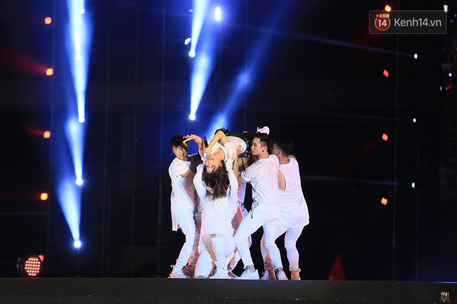 Thu Minh, Tùng Dương, Oplus,... cùng nhau hoà giọng mừng đội tuyển Olympic Việt Nam trở về từ ASIAD 2018 - Ảnh 5.