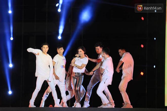 Thu Minh, Tùng Dương, Oplus,... cùng nhau hoà giọng mừng đội tuyển Olympic Việt Nam trở về từ ASIAD 2018 - Ảnh 2.