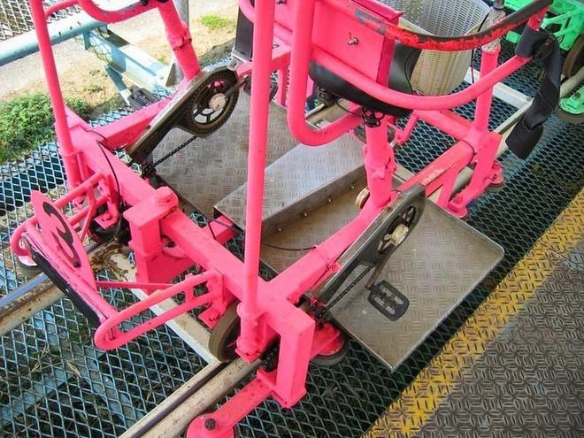 Phải là người bạo gan lắm mới dám đạp xe trên đường ray cao tới hàng chục mét này tại Nhật Bản - Ảnh 3.