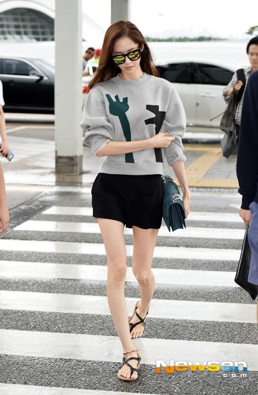 Tréo ngoe như Yoona: Cứ nghĩ càng gầy mặc càng đẹp, riêng nàng này có lên cân thì style mới lên hạng - Ảnh 2.