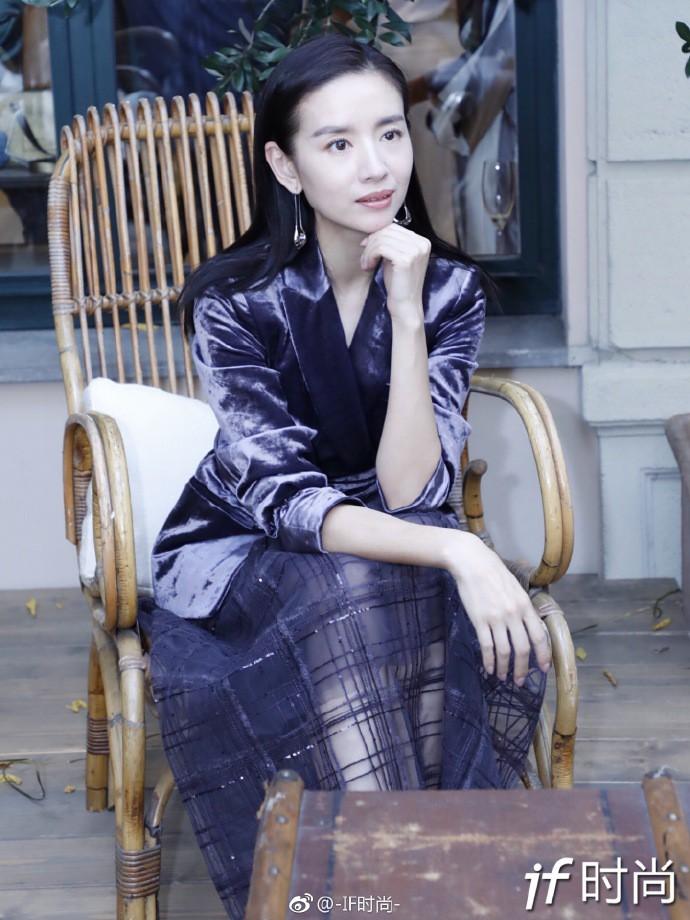 Hai Phú Sát Hoàng Hậu Tần Lam - Đổng Khiết đụng độ nhan sắc: Người như tiên nữ, kẻ lộ già nua - Ảnh 21.