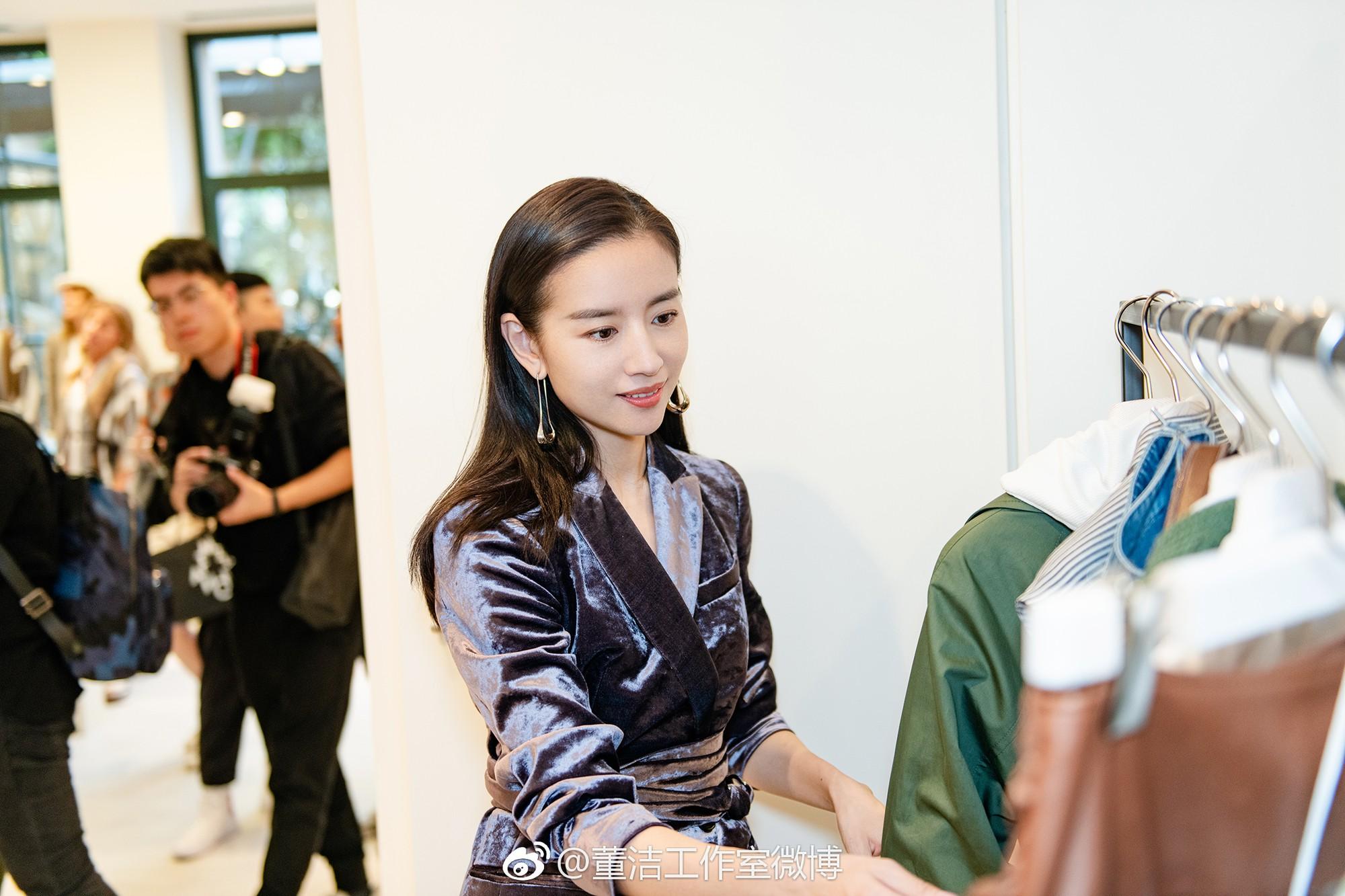 Hai Phú Sát Hoàng Hậu Tần Lam - Đổng Khiết đụng độ nhan sắc: Người như tiên nữ, kẻ lộ già nua - Ảnh 28.