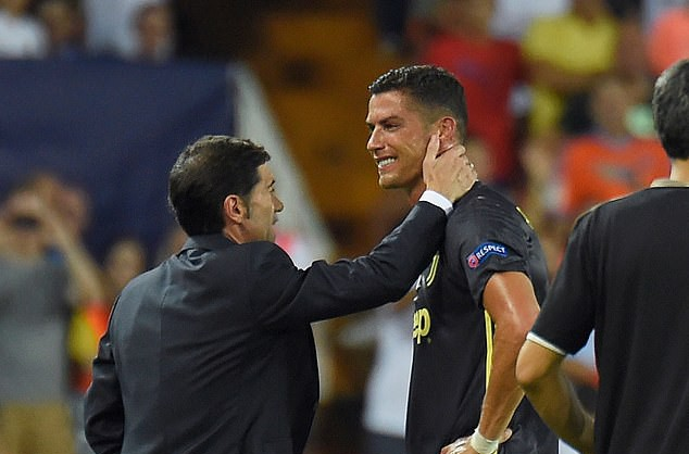 Ronaldo vừa đi vừa khóc tức tưởi vì bị trọng tài đuổi khỏi sân - Ảnh 7.