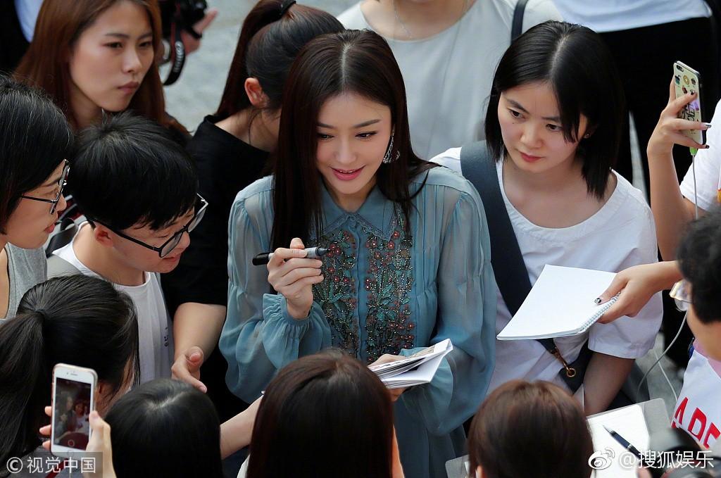 Hai Phú Sát Hoàng Hậu Tần Lam - Đổng Khiết đụng độ nhan sắc: Người như tiên nữ, kẻ lộ già nua - Ảnh 13.