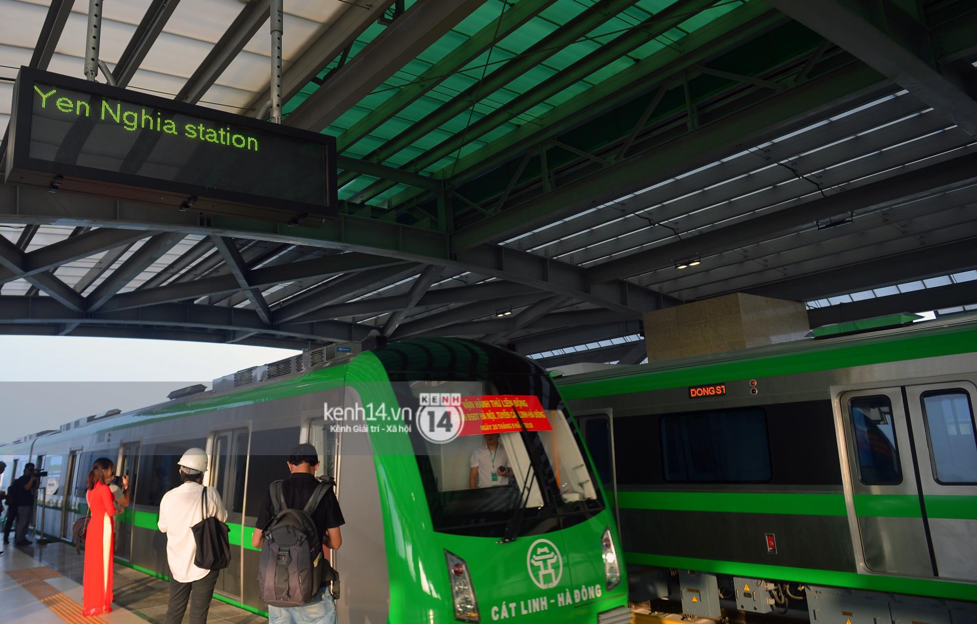 Trải nghiệm tàu đường sắt trên cao Cát Linh - Hà Đông ngày chạy thử - Ảnh 6.
