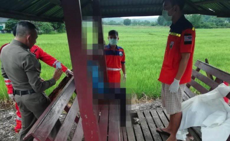 Thái Lan: Người đàn ông ngồi cạnh và nói chuyện với xác chết ở bến xe bus suốt cả tiếng đồng hồ - Ảnh 1.