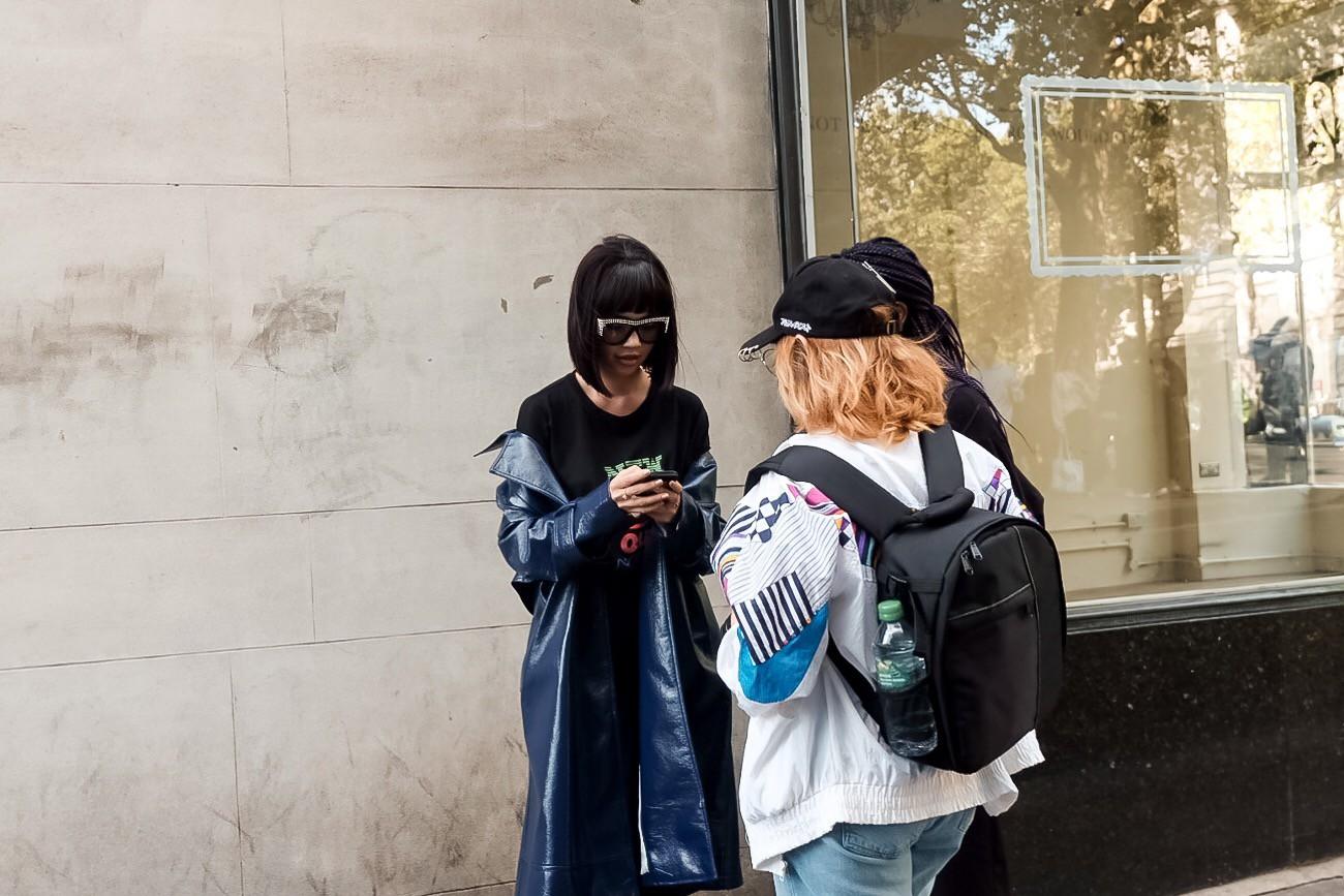 Bay show tới tấp tại London Fashion Week, Jolie Nguyễn vẫn giữ được phong độ thời trang trên hàng ghế đầu - Ảnh 7.