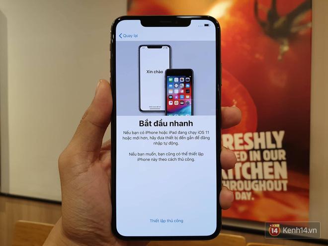 Cận cảnh iPhone XS Max 256GB Gold tuồn ra trước giờ bán, giá khởi điểm 33,9 triệu đồng, sẵn sàng xách về Việt Nam ngay đêm nay - Ảnh 13.