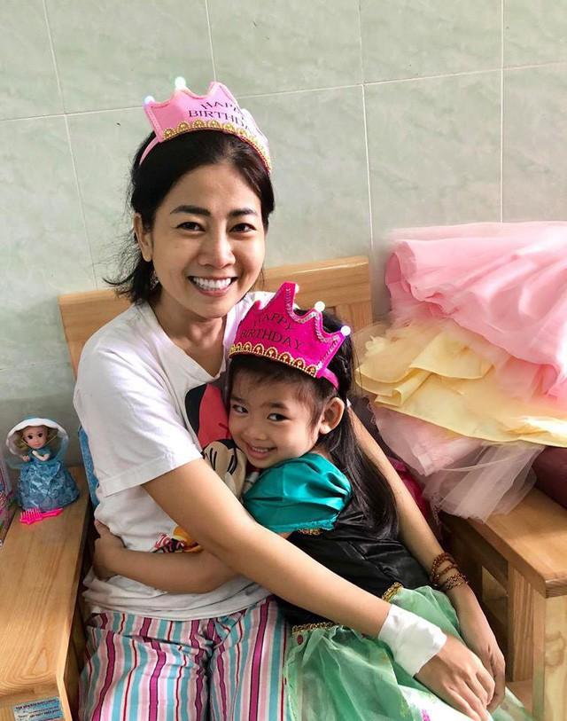 Để Mai Phương yên tâm trị bệnh, các mạnh thường quân giúp đỡ riêng hơn 500 triệu đồng để mở sổ tiết kiệm cho con gái cô - Ảnh 2.