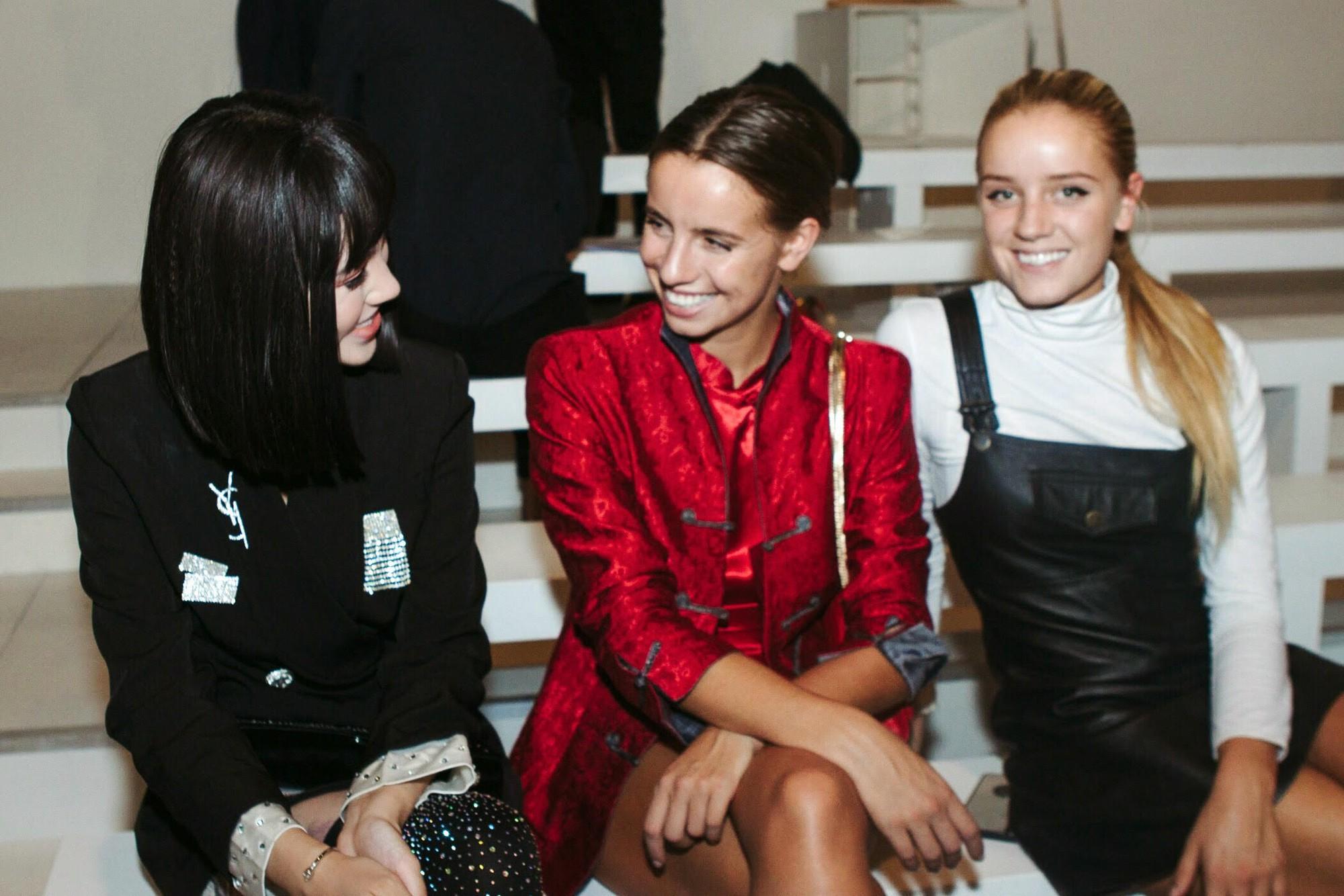 Bay show tới tấp tại London Fashion Week, Jolie Nguyễn vẫn giữ được phong độ thời trang trên hàng ghế đầu - Ảnh 3.